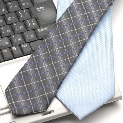 ネクタイとパソコン